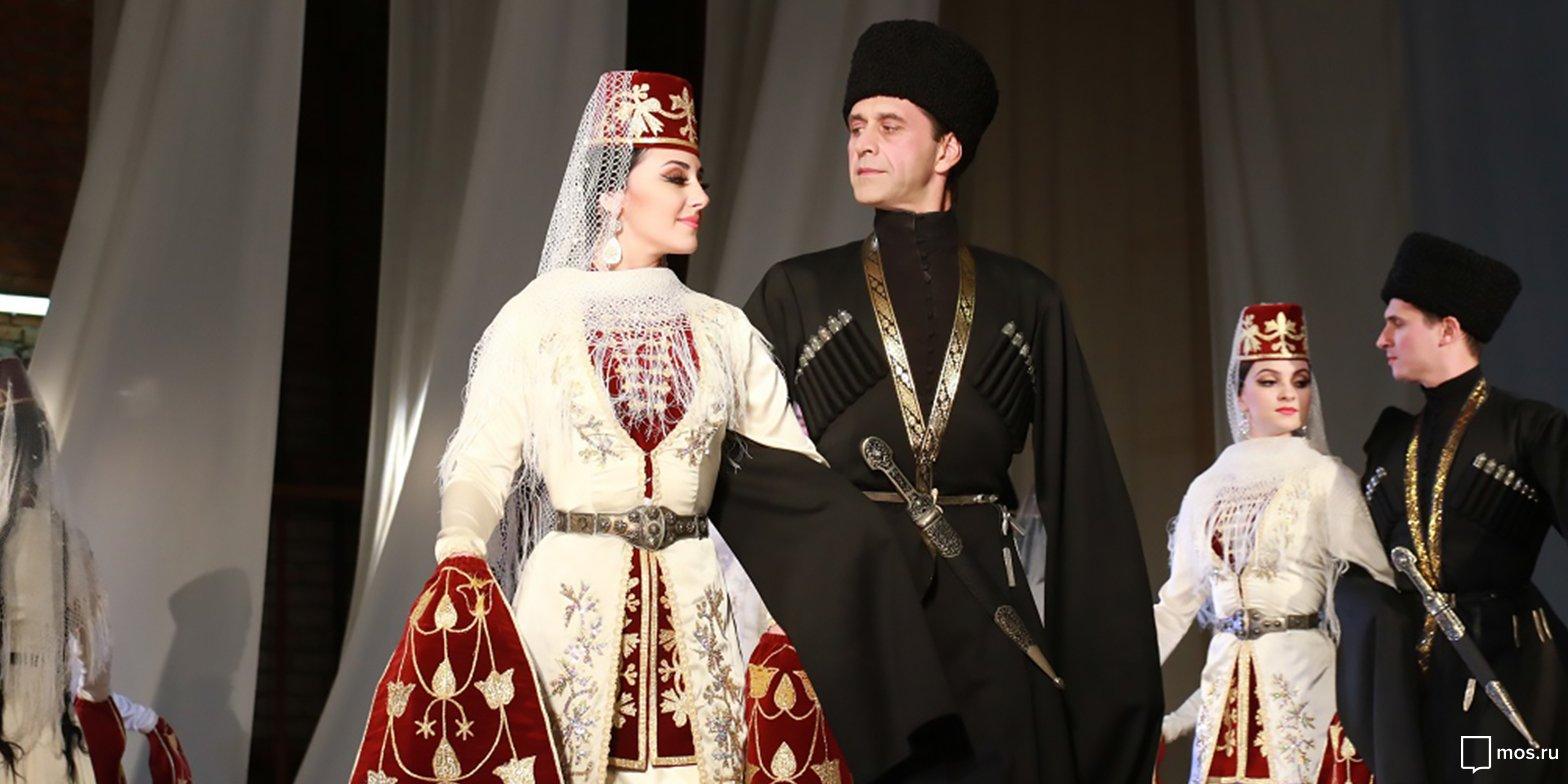 Праздничная осетинская женская одежда